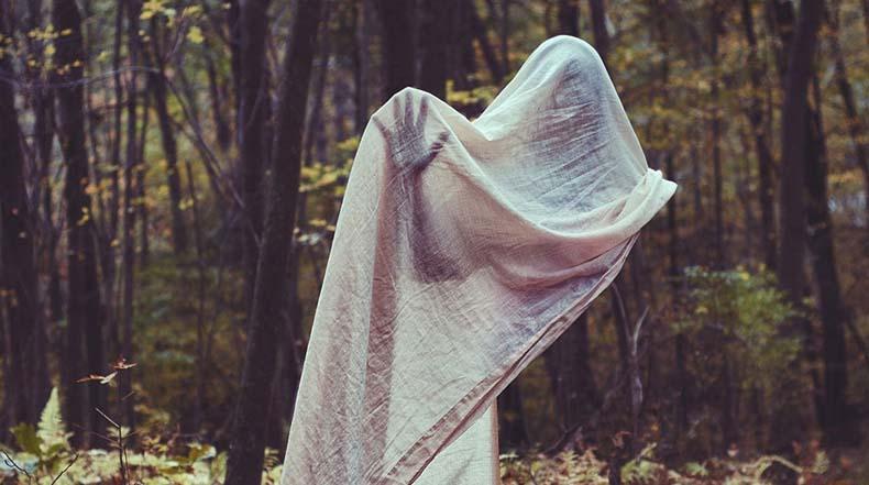 Espeluznantes fotografías de gente sin rostro invadirá tus más oscuros sueños
