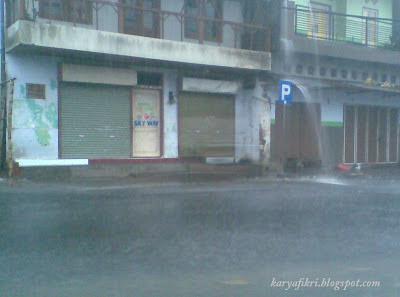Hujan deras di sore ini, 18 Desember 2012 (kediri)