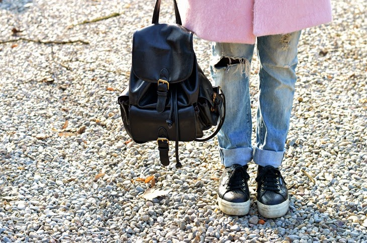 Pull and Bear pink Cocoon coat Boyfriend Hole Ripped Denim Jeans superga for the blonde salad flatform shoes black backpack how to wear pink coat abbinare cappotto rosa TheSparklingCinnamon