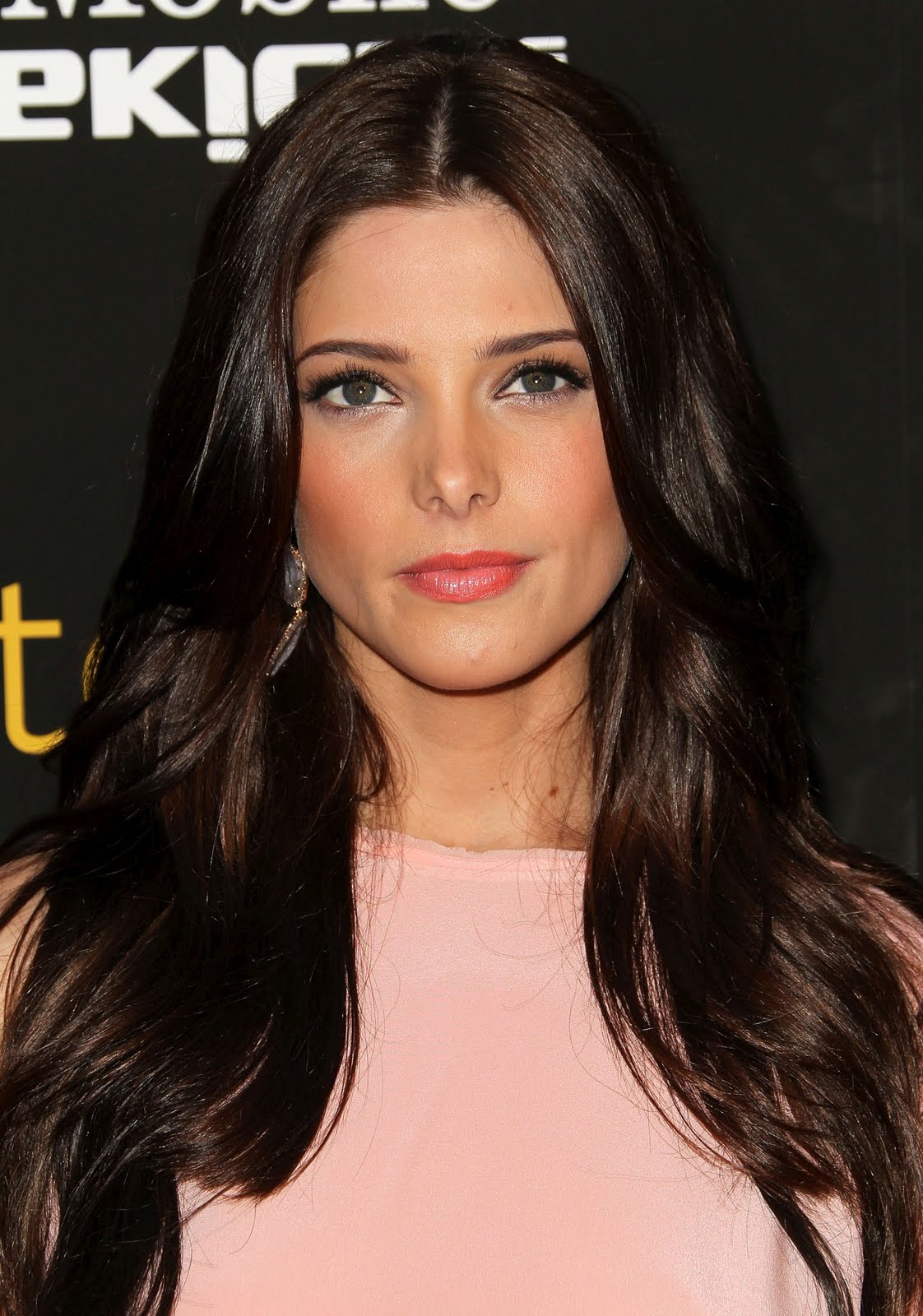 http://2.bp.blogspot.com/-EPCY6ppz-OM/Tc3vFSlyARI/AAAAAAAADRY/8cLlA0Okp60/s1600/Ashley-Greene-at-Skateland-Premiere-in-Los-Angeles-0dbtg02.jpg