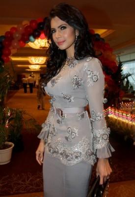 fesyen baju kurung yang dipakai oleh rozita che wan apa yang dipakai