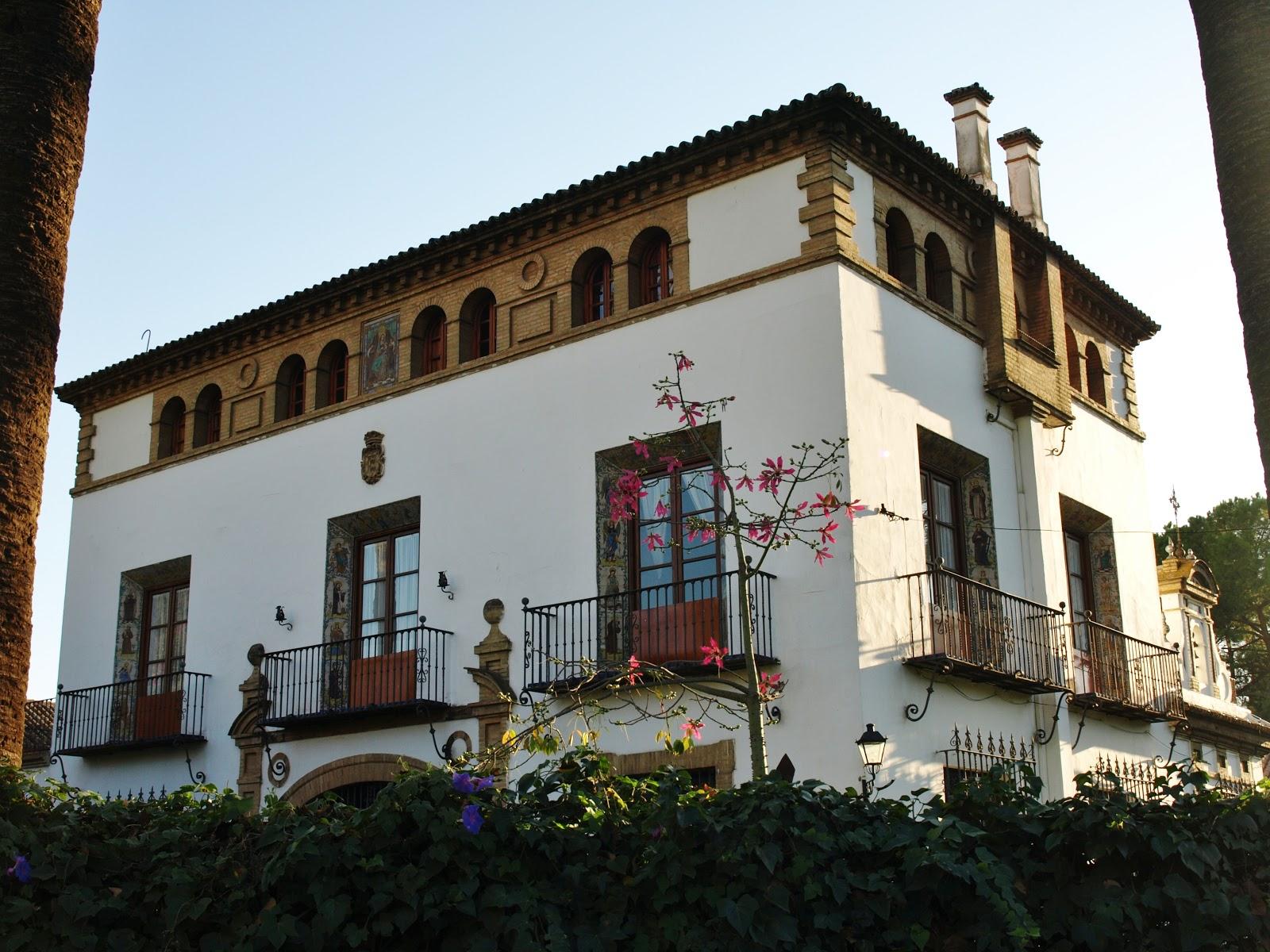 Sevilla daily photo la casa atalayas 1 - La casa de los uniformes sevilla ...