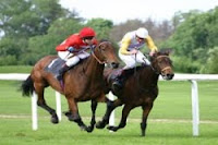 at yarışı spikerleri
