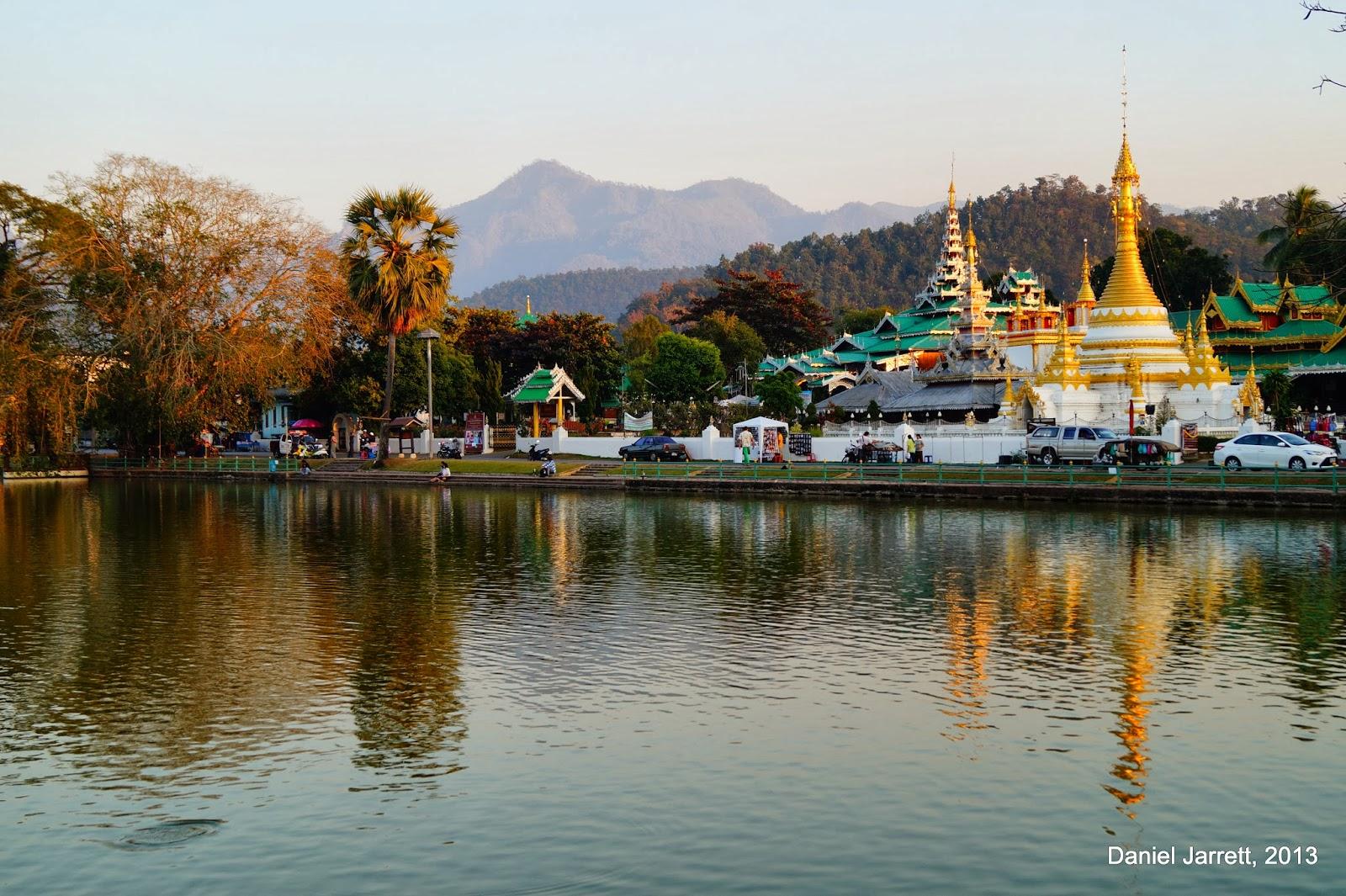 Mae Hong Son Lake Views Wat Chong Kham