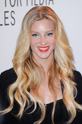 Trend feather hair extensions with Heather Morris from Glee (Brittany)