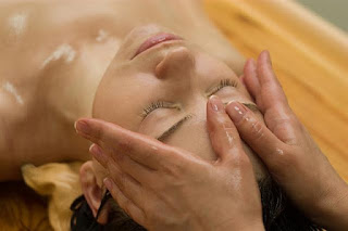 http://2.bp.blogspot.com/-meQzWKClzU4/ULEJI7n6EZI/AAAAAAAAAWo/ReldcZ83QxQ/s1600/ayurvedic-Massage-process.jpg
