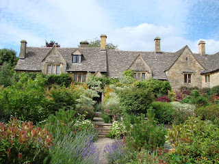 Cotswold cottage and splendid garden, Chipping Campden