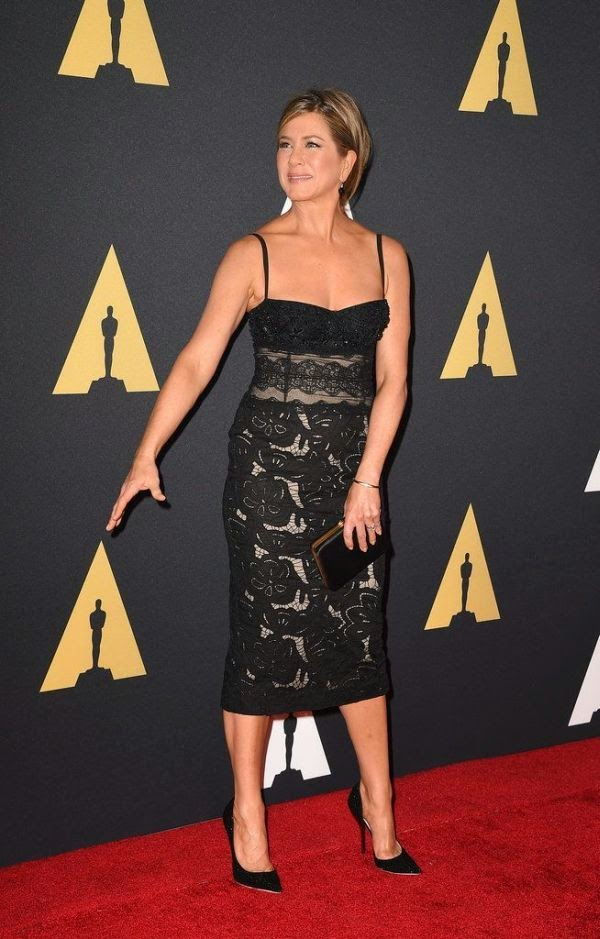 Look, it ain't easy wearing a perfect outfits in a row, so we can't be to harsh on all the gorgeous point from Jennifer Aniston appearance. Yes, she has done it as she turned heads into the Academy Of Motion Picture Arts and Sciences 2014 Governors Award at Hollywood, USA on Saturday, November 8, 2014.