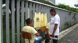 Comprrando camisas