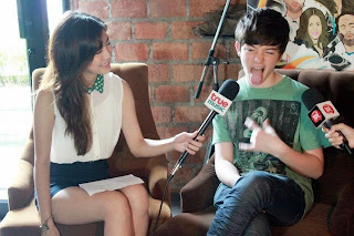 Greyson show his Rock Star pose in Bangkok Thailand 2012