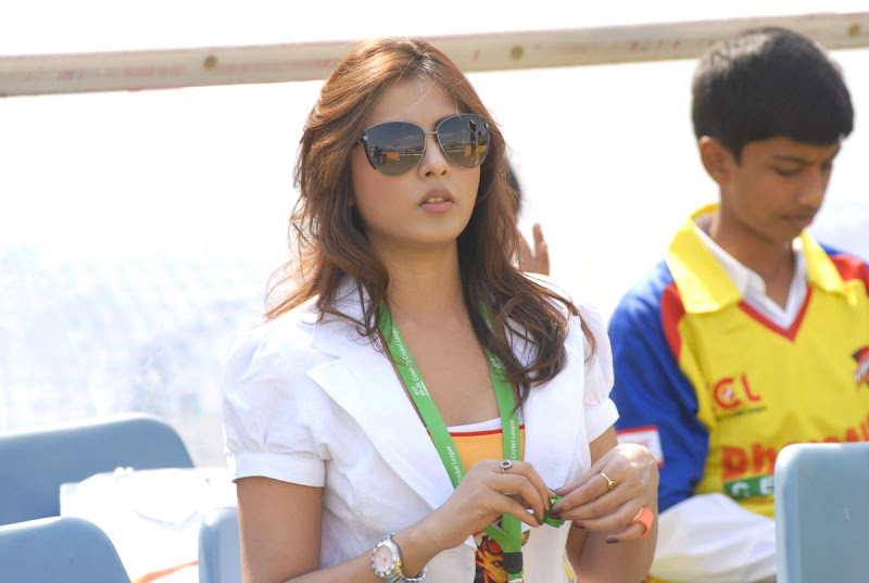 Madhu Shalini Cute Photos At Chennai Rhinos Vs Kerala Strikers Match sexy stills