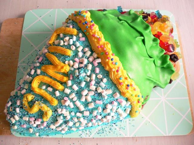 Einschulung Schultüte Torte Motivtorte bunt Erstklässler Feier backen