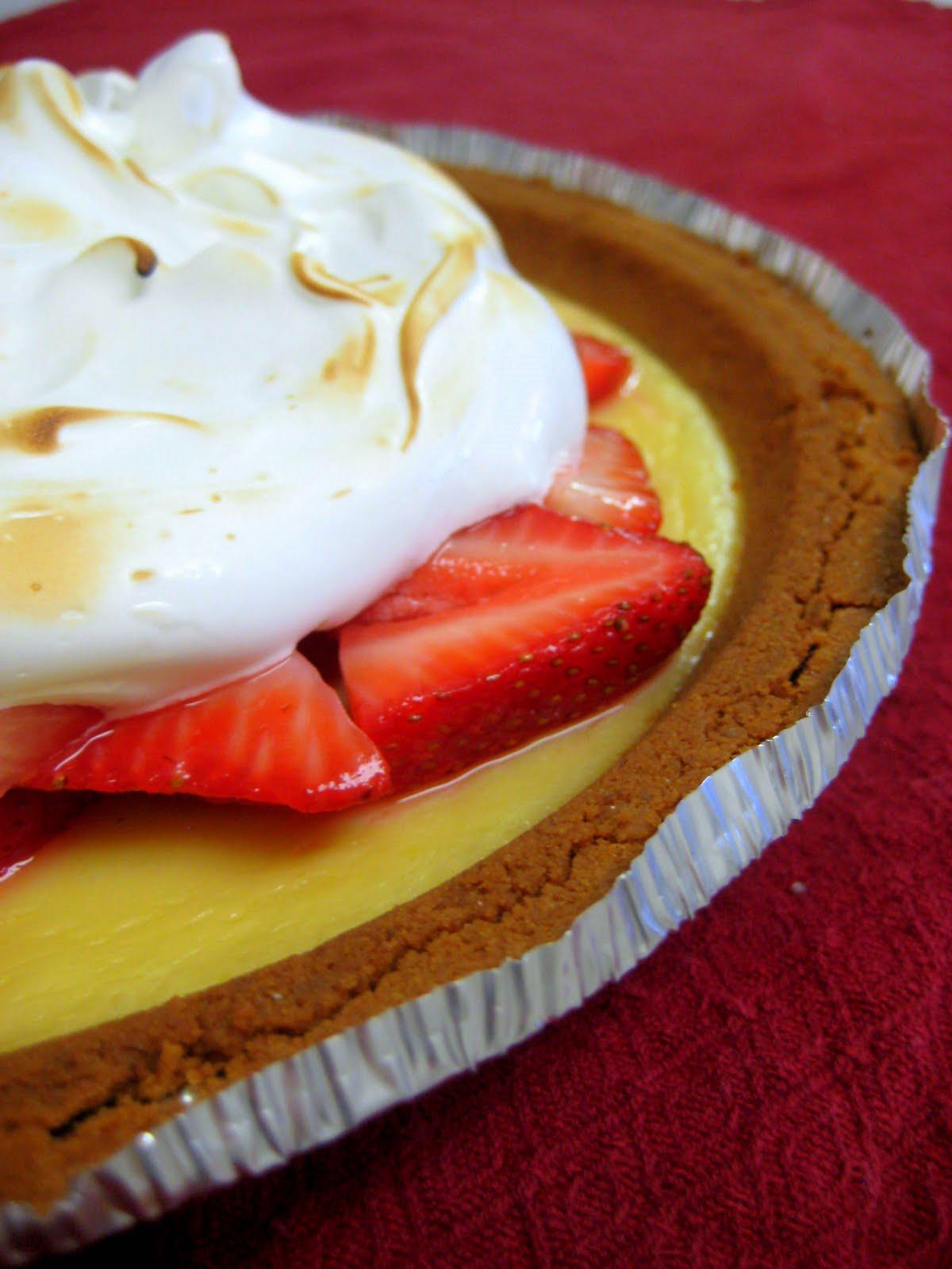 The Cupcake Avenger: Martha Monday: Strawberry-Lemonade Icebox Pie