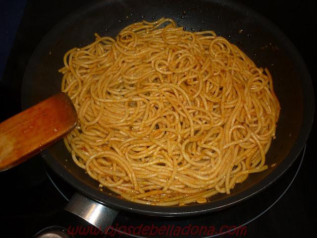 Espaguetis con gambas al pil pil