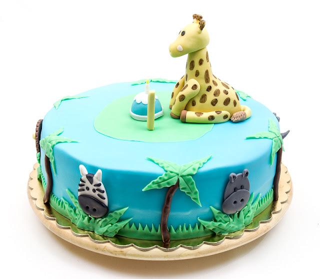 Giraffe Sophie jungle fondant cake zebra