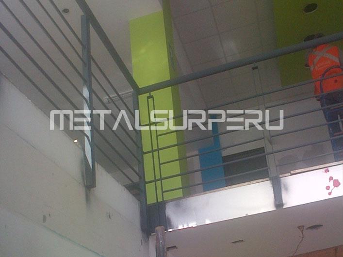 Techos de terrazas metalsur peru for Puertas metalicas para patio