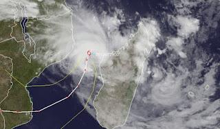Ex-Zyklon IRINA beeinflusst Wetter in Mosambik, auf Madagaskar und sogar auf Mauritius, Irina, aktuell, Satellitenbild Satellitenbilder, März, Februar, 2012, Madagaskar, Mauritius, Indischer Ozean Indik, Zyklonsaison Südwest-Indik, Vorhersage Forecast Prognose,