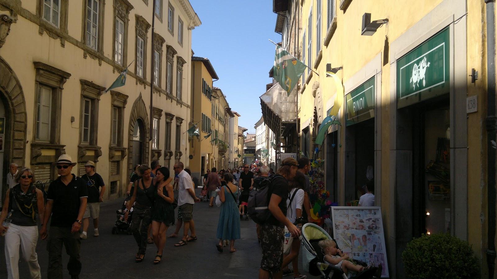 Archi tetti il mercato di antiquariato di arezzo for Arezzo antiquariato