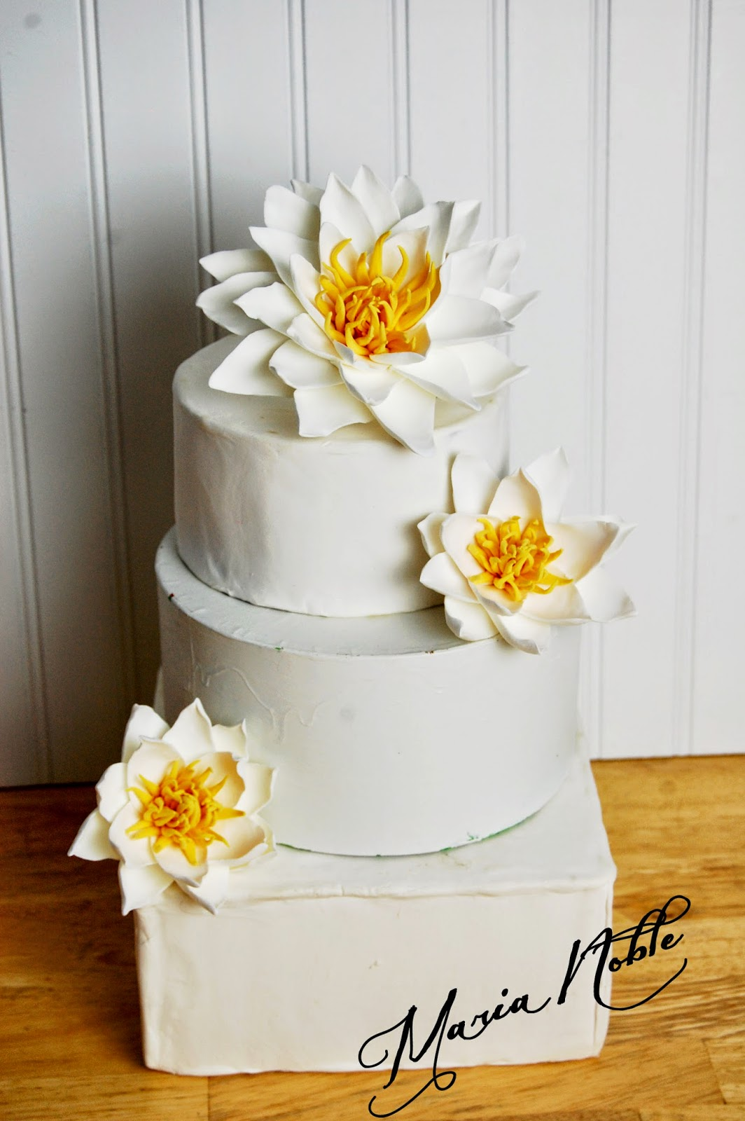 water lily wedding cake bluewedding