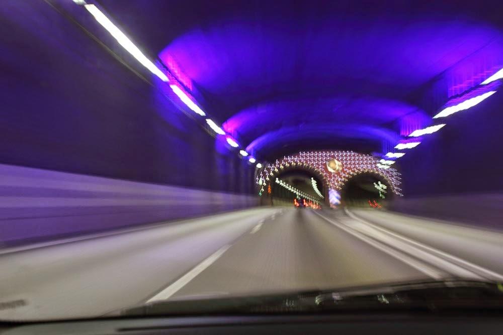 Tjusig väg i tunnel som går mot Gustavsberg. Fast här från andra hållet. Vet ej vad tunneln heter..