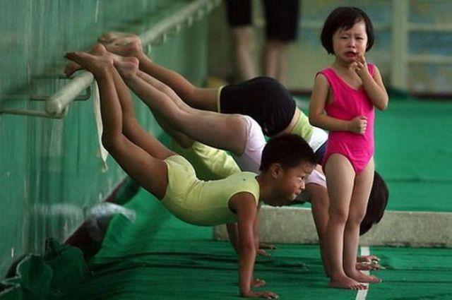 الصين وكيفية صناعة الأبطال الألومبيين China-gymnasium-Olympic-children-3