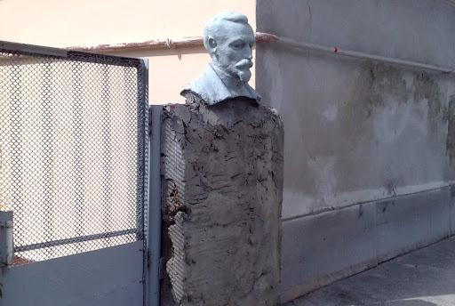 Бюст Дзержинского в Симферополе