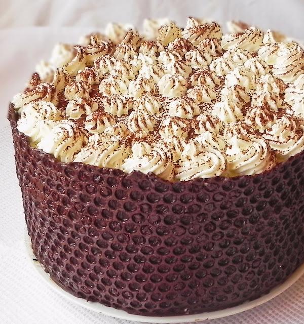 Tort cu ciocolata si bezea
