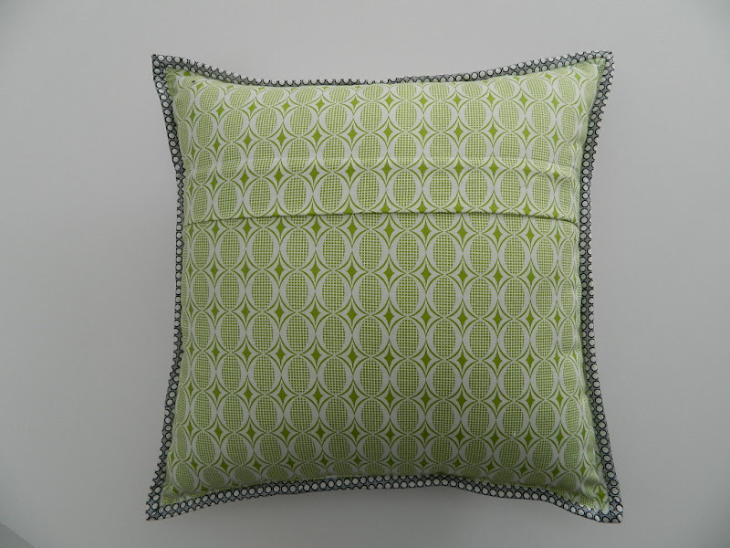How To Make Zippered Throw Pillow Covers : s.o.t.a.k handmade: installing zipper closure in a pillow cover {tutorial}