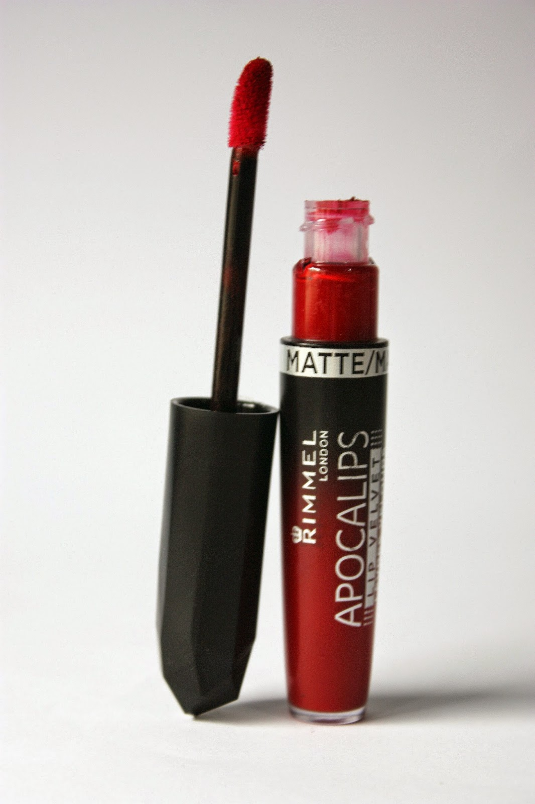 apocalips-rimmel-burning-lava-red-mac-dupe