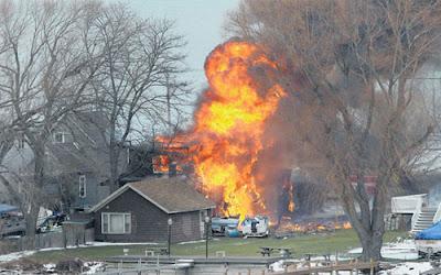 RUMAH dibakar Spengler bagi mengumpan anggota-anggota bomba supaya datang ke rumahnya di Webster, New York.