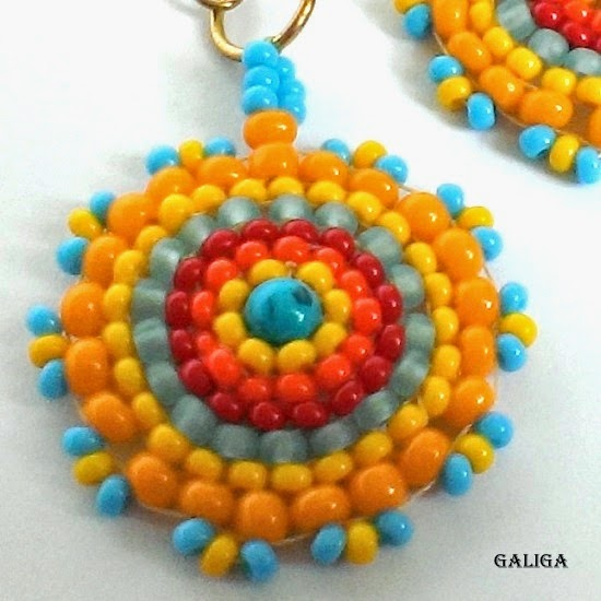 Hyppy style earrings with beads of turquoise
