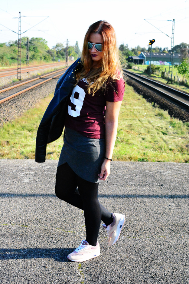 Outfit sporty and rock