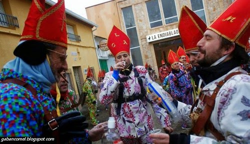 6 Foto Festival Memperagakan Pakaian Syaitan di Sepanyol