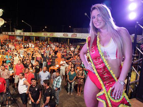 Wennia Batista, musa da torcida do Sampaio Corrêa 2012