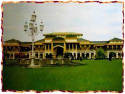 Berwisata ke Istana Maimun Medan