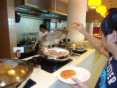 Ed in Assymetri Restaurant, Raddison Blu Hotel Yas Island Abu Dhabi