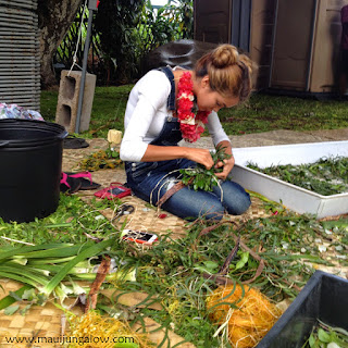 haku lei making at the Bailey House Museum for May Day