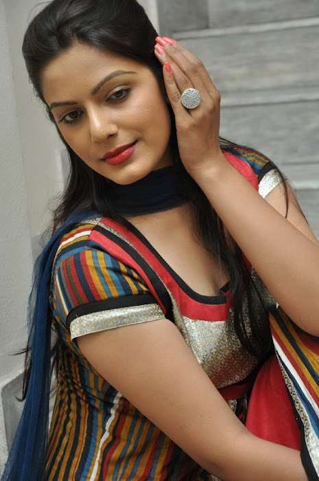 Tamil Actress Anjali Spicy Wallpapers