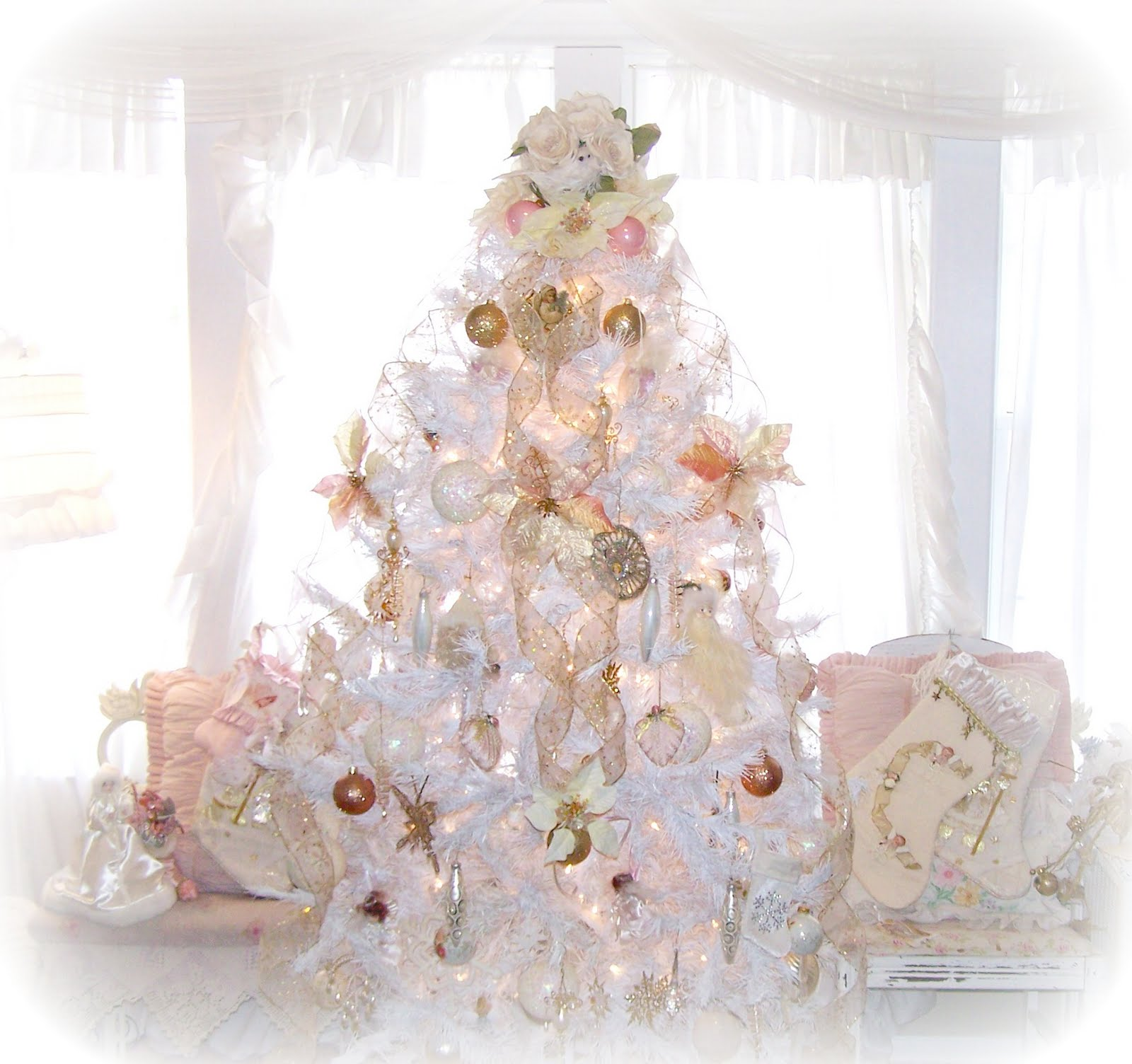 Olivia 39 s romantic home shabby chic white christmas tree White christmas centerpieces