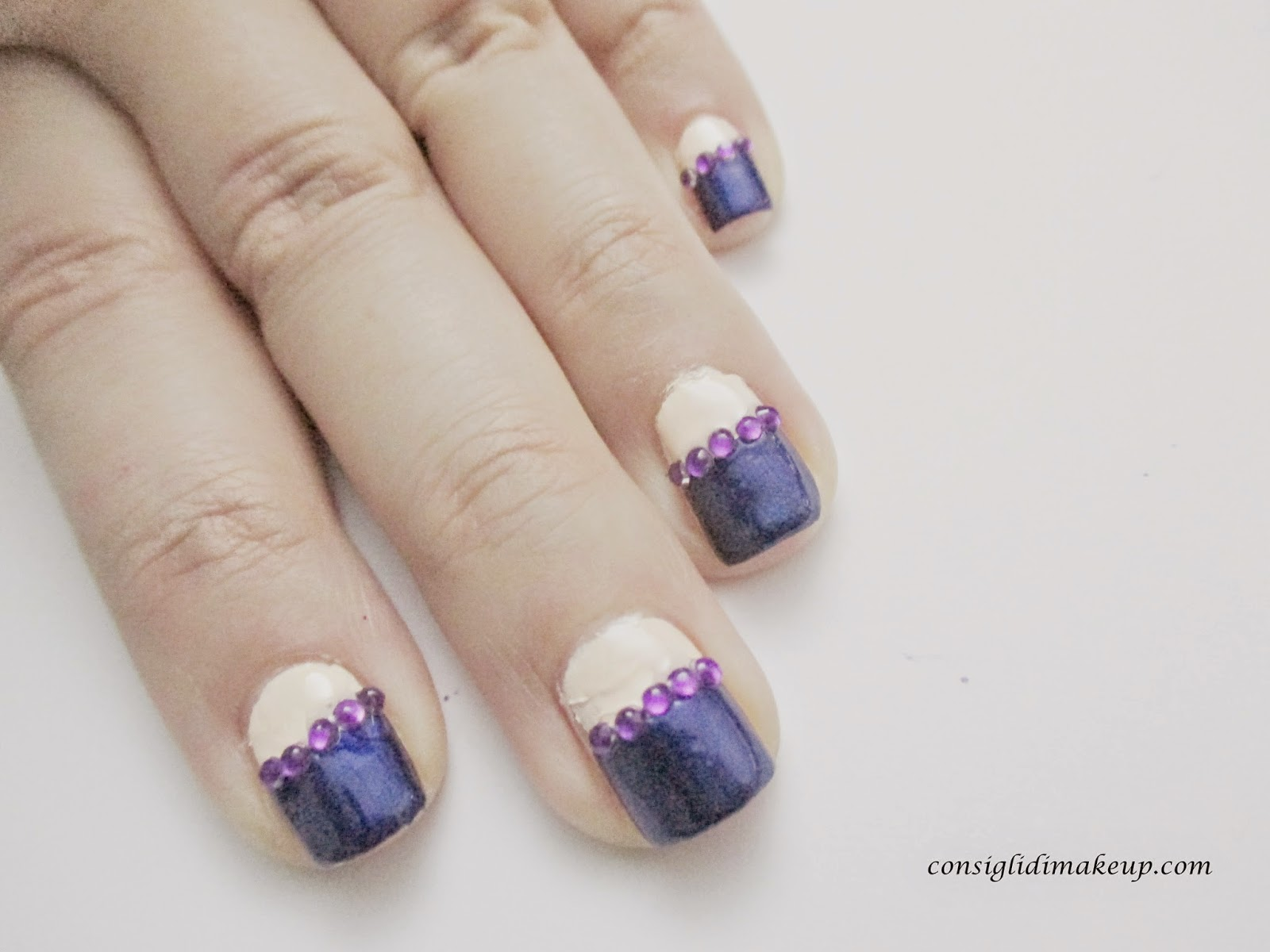 Nail art: Half moon&strass