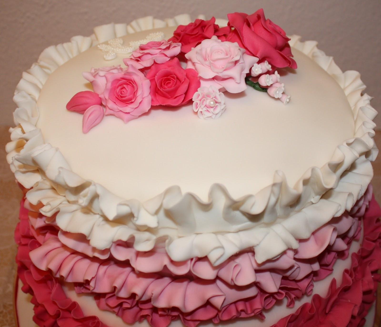 Torten, Törtchen und Amore: Rüschentorte in Pink mit Rosen