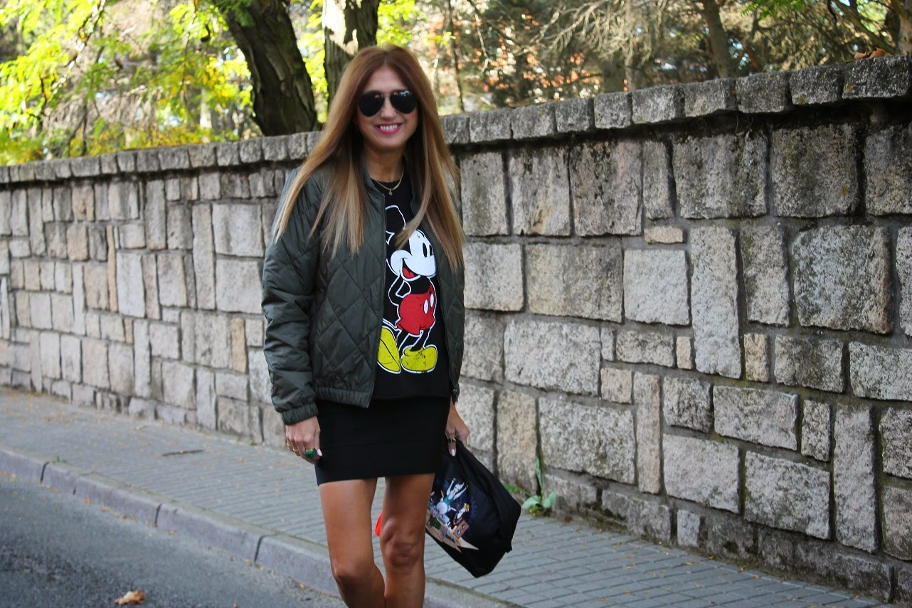 Lola, Lola, Jewellery, joyas, Trendy, Look, Street Style, Top Love, Complementos, Mickey Mouse, Sweatshit, ring, necklace, bag, Bimba y Lola, Zara, American Vintage Jacket, de mi rollo, Carmen Hummer, Blog de Moda, Prescriptora Belleza, Moda, Gourmet , Travel