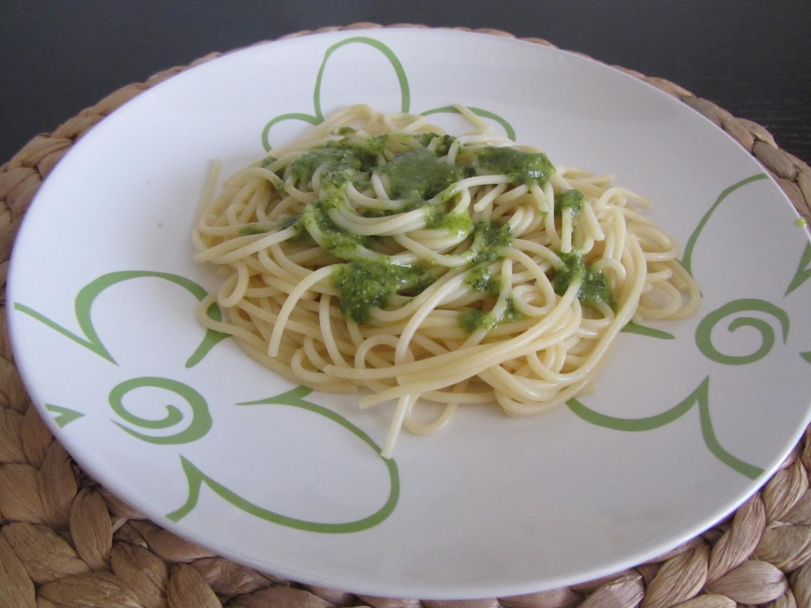 Spaguetti al pesto receta t pica italiana con pasta for Pasta tipica italiana