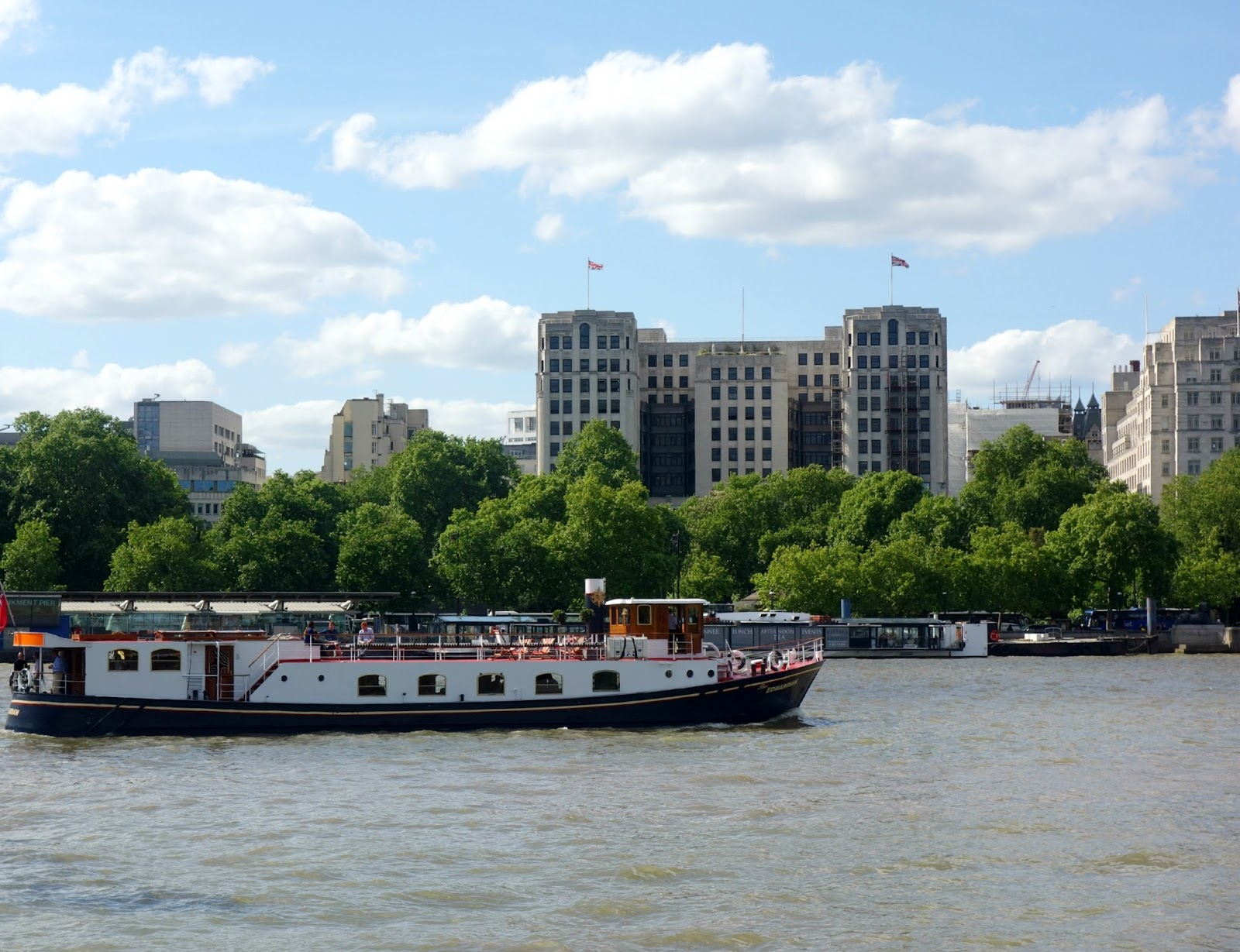 london river thames boat