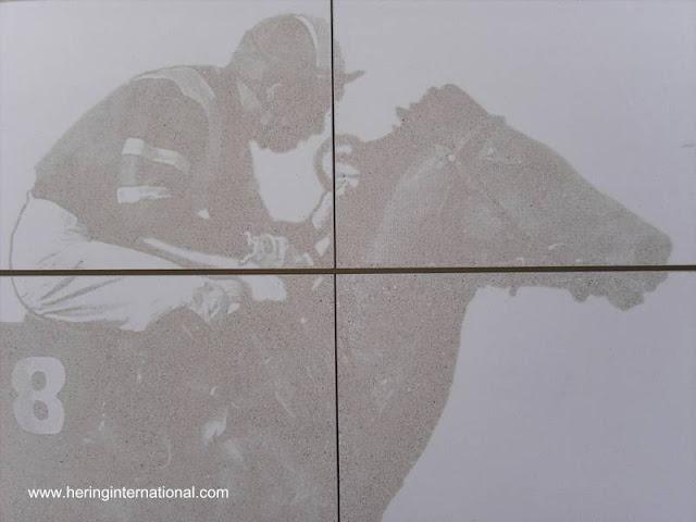 Fotografía impresa sobre superficie de concreto