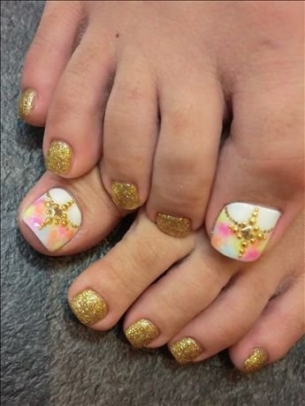 New-Season-Pedicure-Nail-Art-Ideas-11