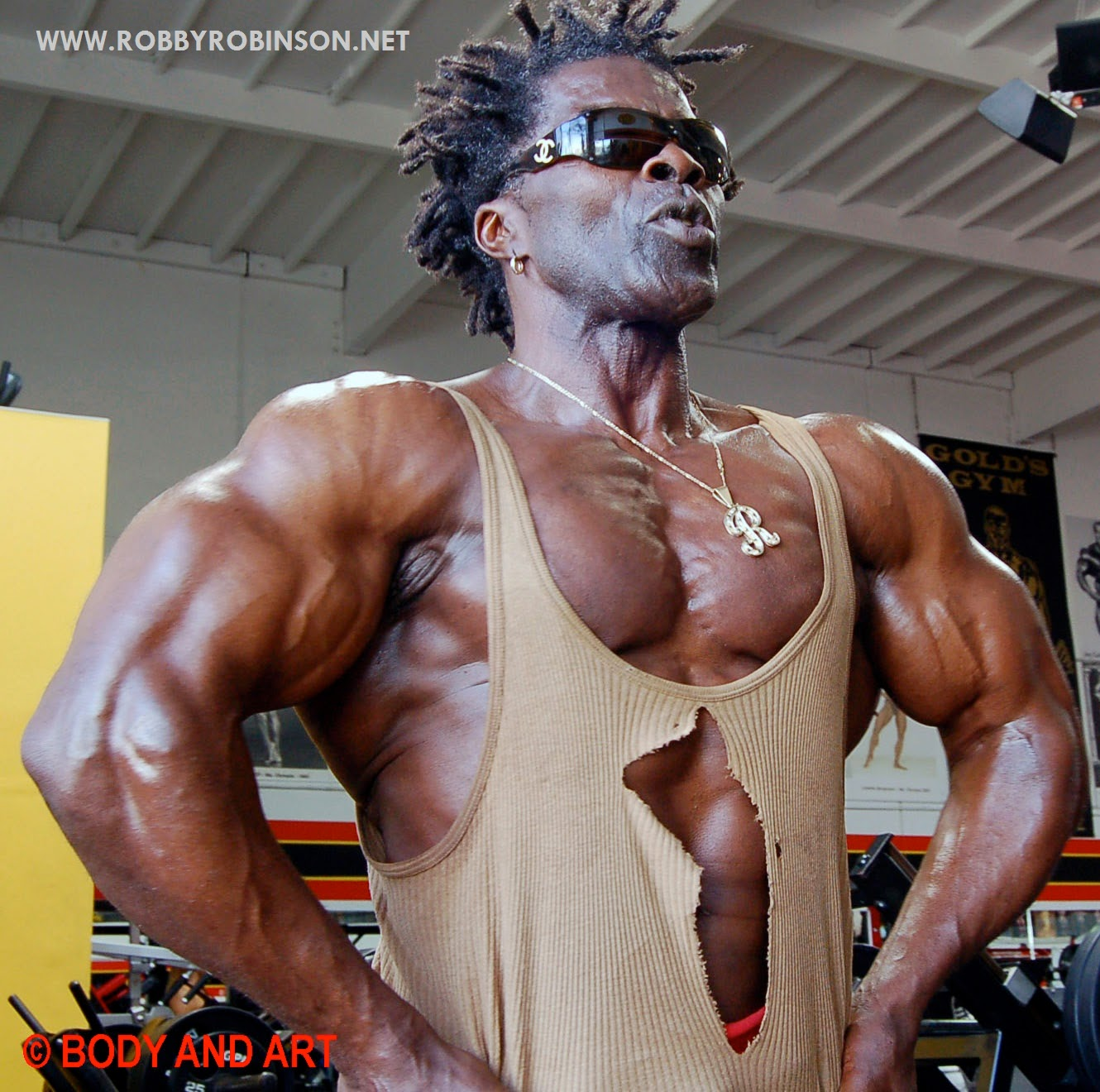 Robby Robinson - Front lat spread - posing at Gold's Gym Venice ● www.robbyrobinson.net//anabolic-pack.php ●