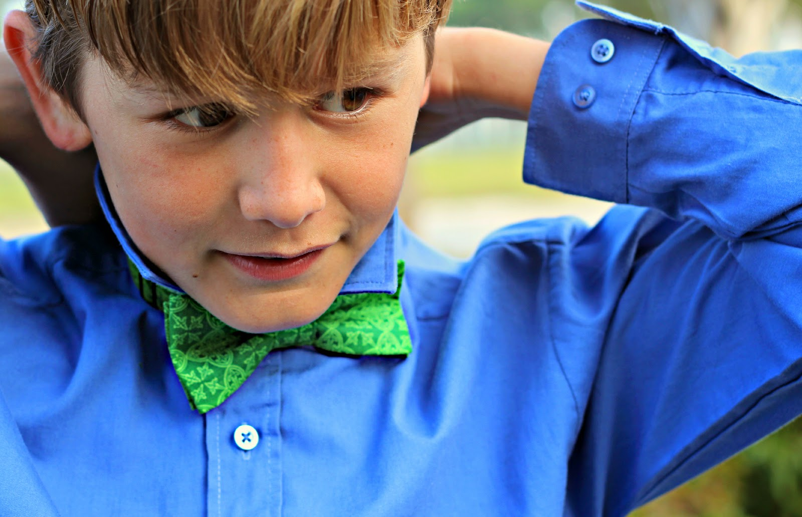 Green Gaelic Print Bow Tie for St. Patrick's Day, festive tie for men and boys