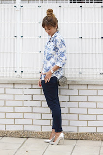 http://2.bp.blogspot.com/-mkv-NOxM3bk/UZVR58L8LfI/AAAAAAAAHo4/qV-wZAHTWxw/s1600/look-fashion-outfit-toile-de-jouy-suiteblanco-a_trendy_life-pelo_recogido-zapatos_plateados+(5).JPG