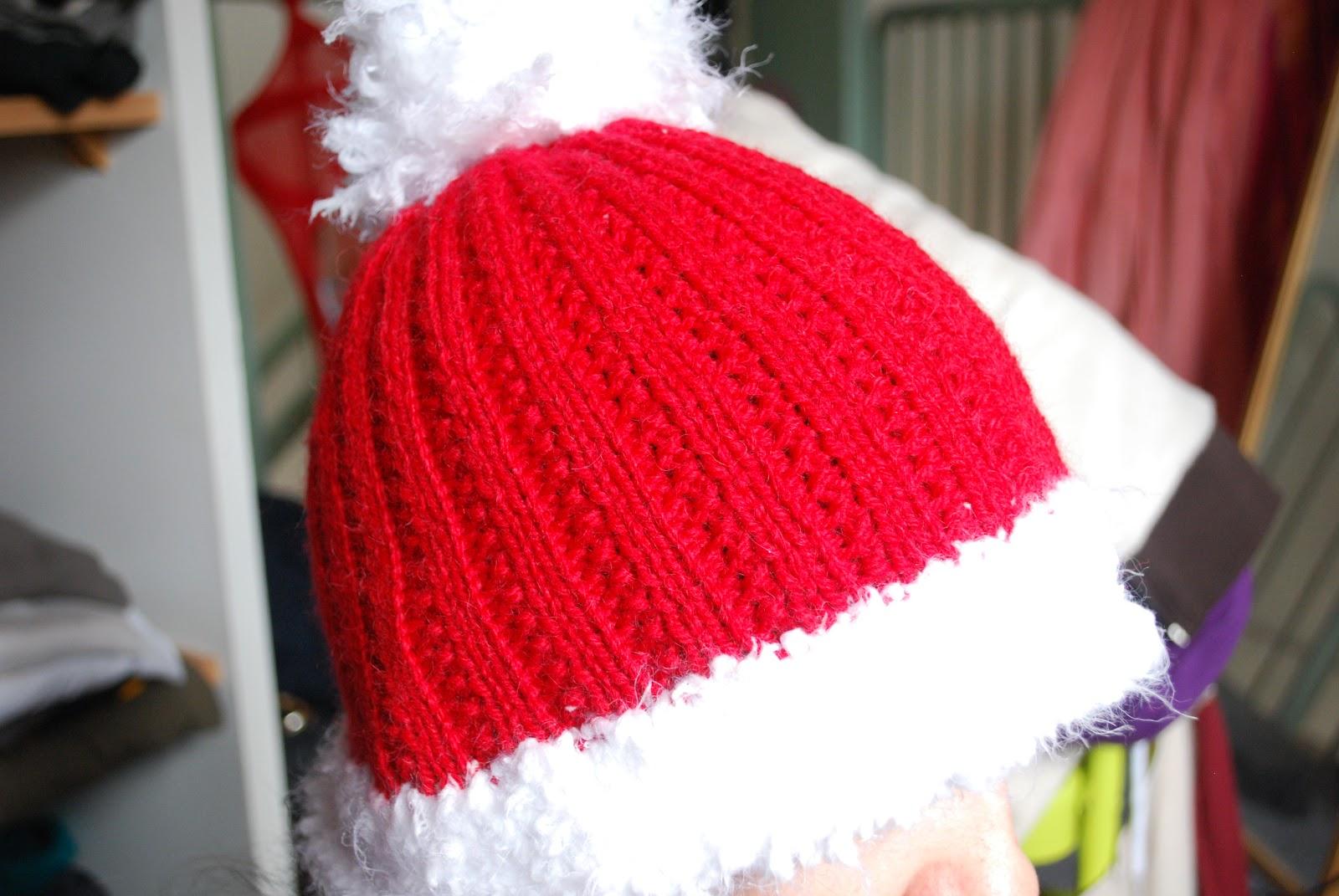 Patron tricot gratuit 1 bonnet de no l pour adultes - Deco de noel a tricoter ...